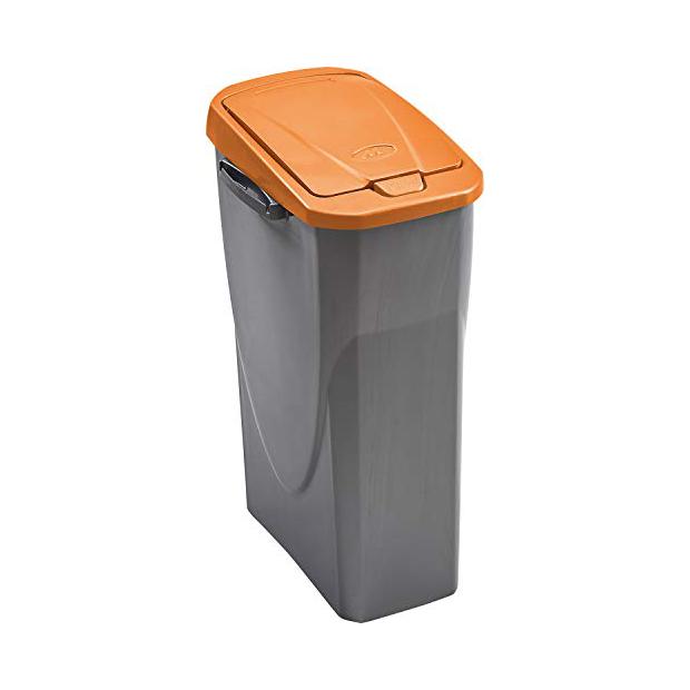 Cubos de basura naranjas