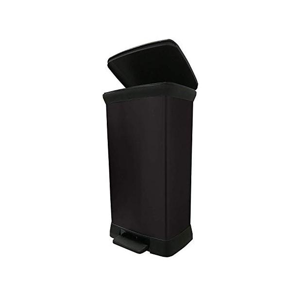 Cubos de basura negros con pedal