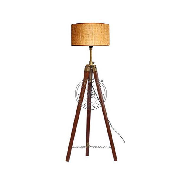 Lámparas de pie de madera antiguas